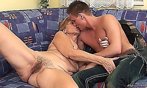 Hairy mature babe gets a sweet cocking