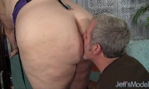 Plumper Jayden Heart gets her ass sniffed